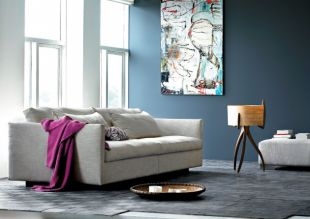Acélkék falú nappali