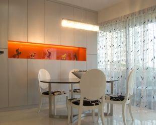 Beépített szekrény narancs polcbelsővel