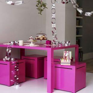 Pink étkező ezüst díszekkel