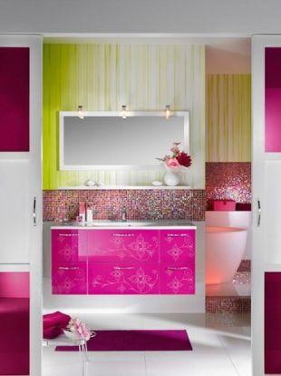 Pink-sárga fürdőszoba bútor mozaikkal