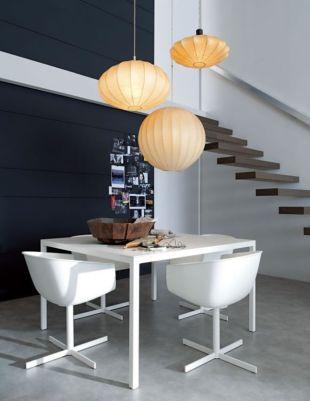 Rizspapír lámpák és lebegő lépcső