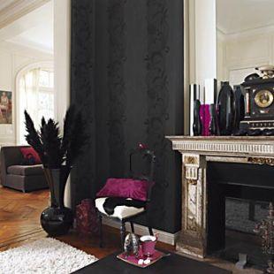 Barokkos fekete tapéta pink kiegészítőkkel