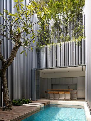 Minimalista ház lefutó növényekkel