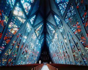 Ultramodern szerkezetű templom