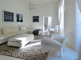 Hófehér nappali design fotelekkel