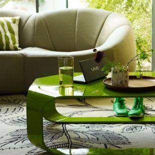 Hajlított zöld asztal