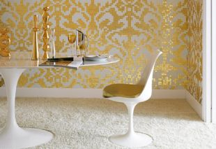 Arany és fehér mozaik az étkezőben