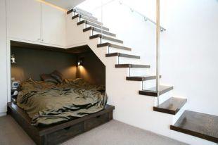Lépcső alatti vendégágy