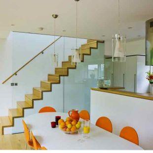 Üvegfalú lépcső